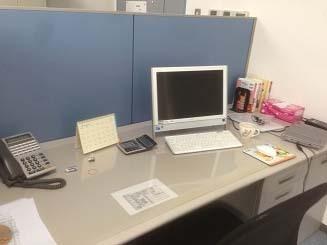 厚木の弁護士事務所-香崎弁護士の机